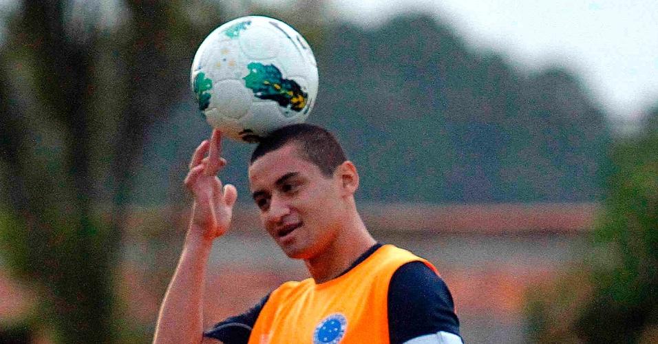 Atacante Wellington Paulista durante treino do Cruzeiro (24/5/2012)