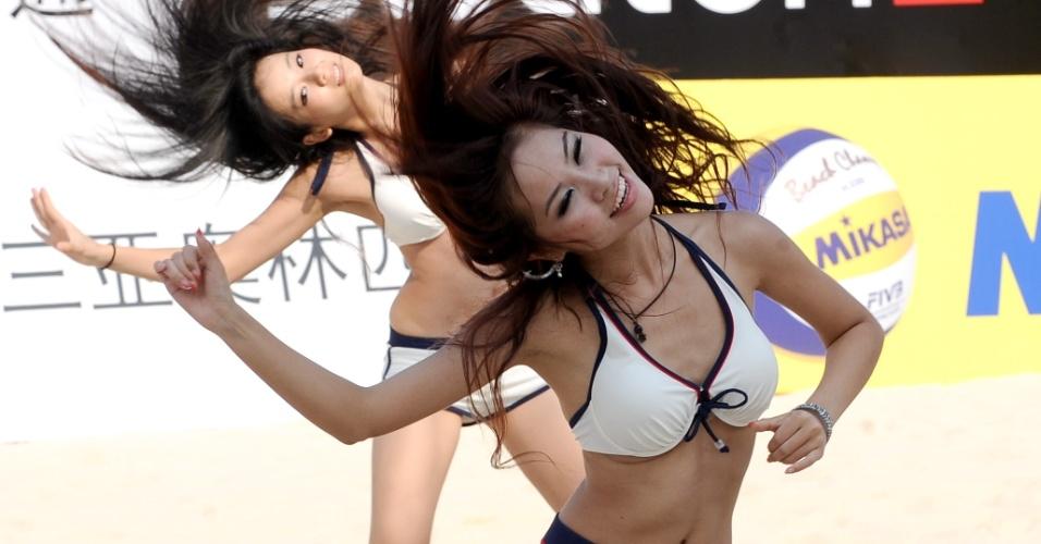 Cheerleaders animam intervalo de partida na China
