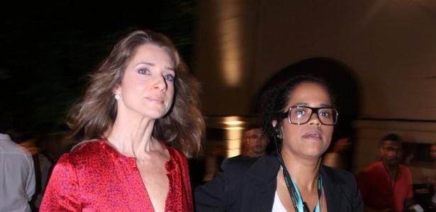 Letícia Spiller confere o terceiro dia de desfiles do Fashion Rio (24/5/12). O evento de moda acontece no Jockey Club, zona sul do Rio