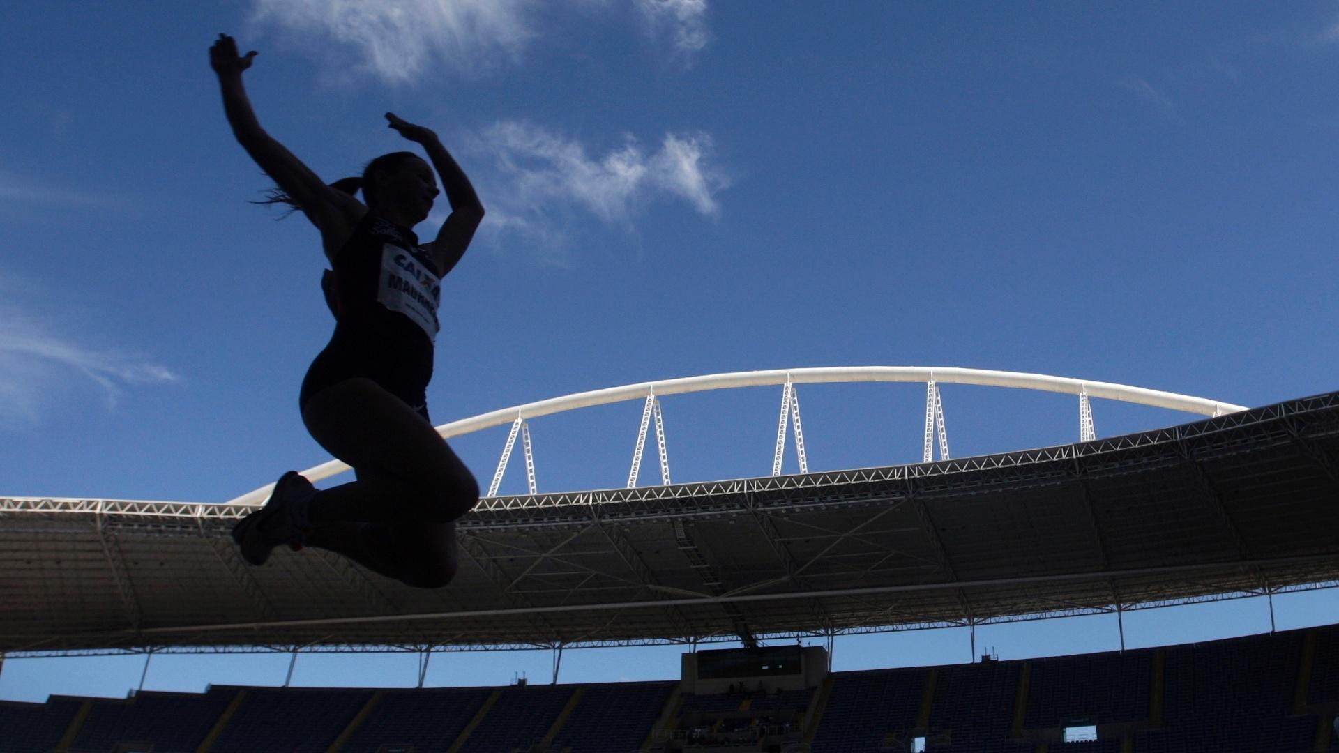 Maurren Maggi realiza salto em distância durante GP do Brasil, no Rio de Janeiro