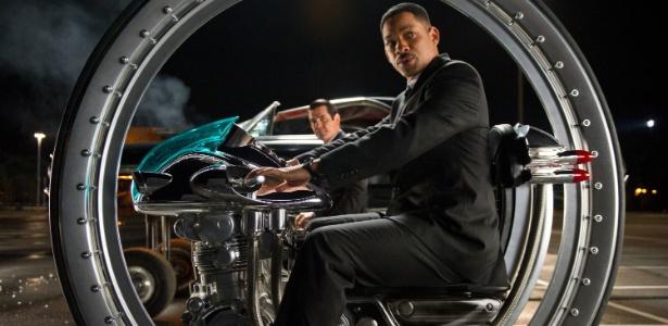 """Will Smith e Josh Brolin em cena do filme """"Homens de Preto 3"""""""