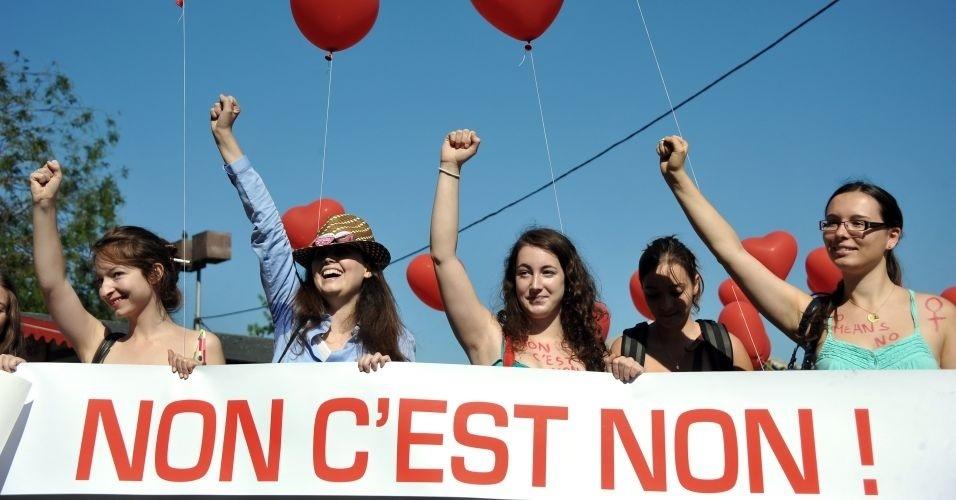 1º.out.2011- Franceses aderem ao protesto mundial contra a violência sexual e participam da Marcha das Vadias (SlutWalk, em inglês), em Paris