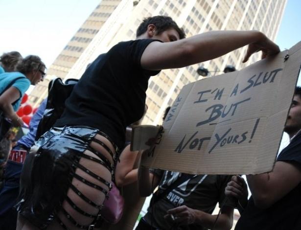 1º.out.2011- Mulheres participam da Marcha das Vadias (SlutWalk, em inglês), em Paris, na França. Elas protestam contra a violência sexual