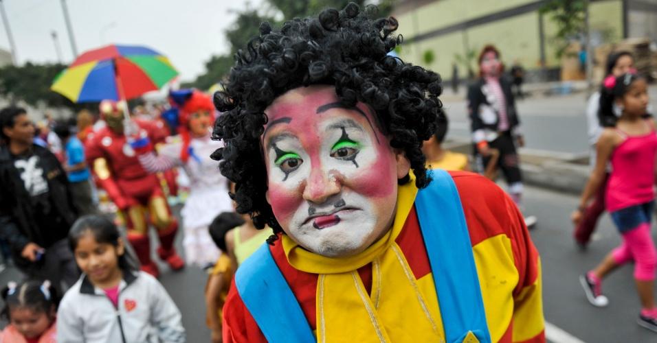 25.mai.2012 - Centenas de palhaços fizeram um desfile nesta sexta-feira (25) pelo Dia do Palhaço Peruano, em Lima, capital do Peru