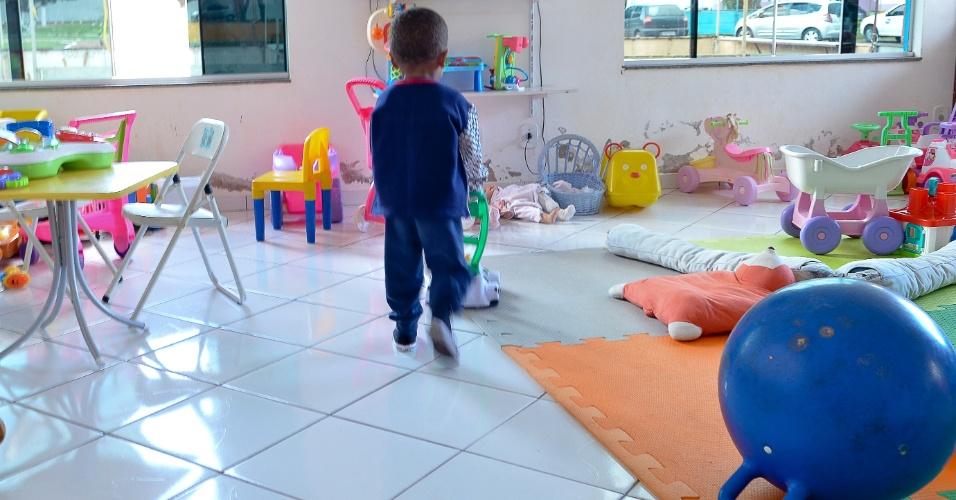 25.mai.2012 - Criança acolhida pelo abrigo Nosso Lar, instituição onde vivem desde recém-nascidos até adolescentes, em Brasília