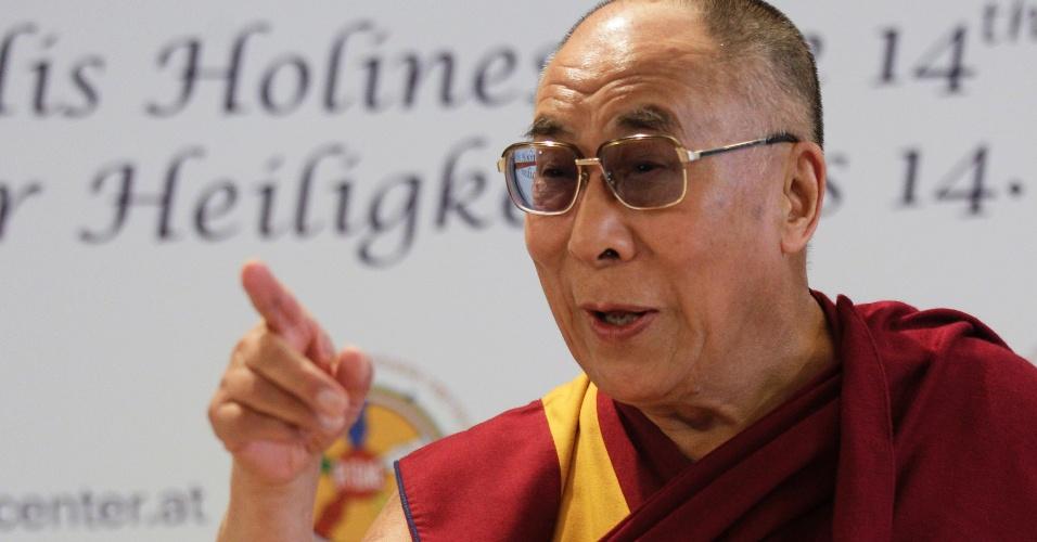 25.mai.2012 - O líder espiritual tibetano, dalai-lama, participa de conferência com a imprensa nesta sexta-feira (25), durante visita a Viena, na Áustria