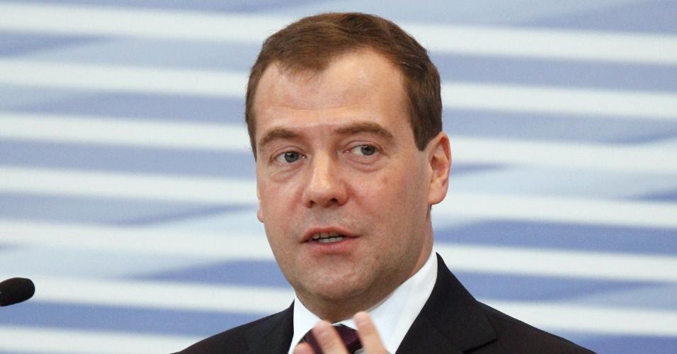 25.mai.2012 - O primeiro-ministro russo, Dimitri Medvedev, participa da 13ª conferência da Rússia Unida, em Moscou, nesta sexta-feira (25)