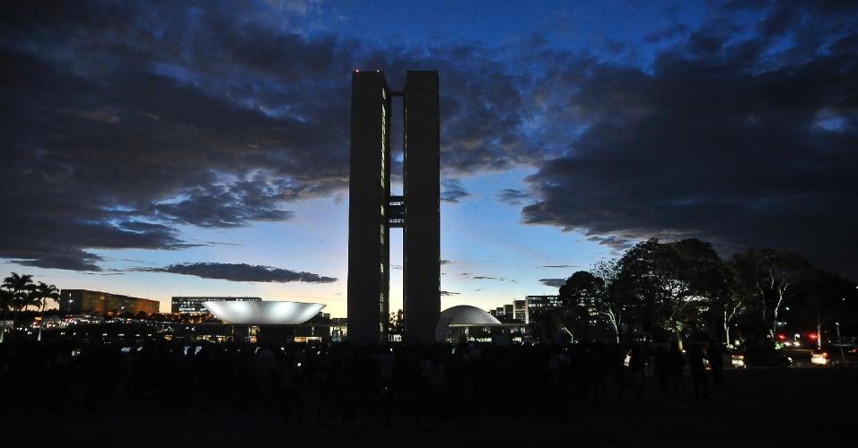 25.mai.2012 - Pancadas de chuva atingiram Brasília nesta sexta-feira. O dia amanheceu parcialmente nublado, mas à medida que a temperatura foi subindo foram se formando nuvens carregadas que causaram pancadas de chuva em muitos pontos do Distrito Federal no período da tarde