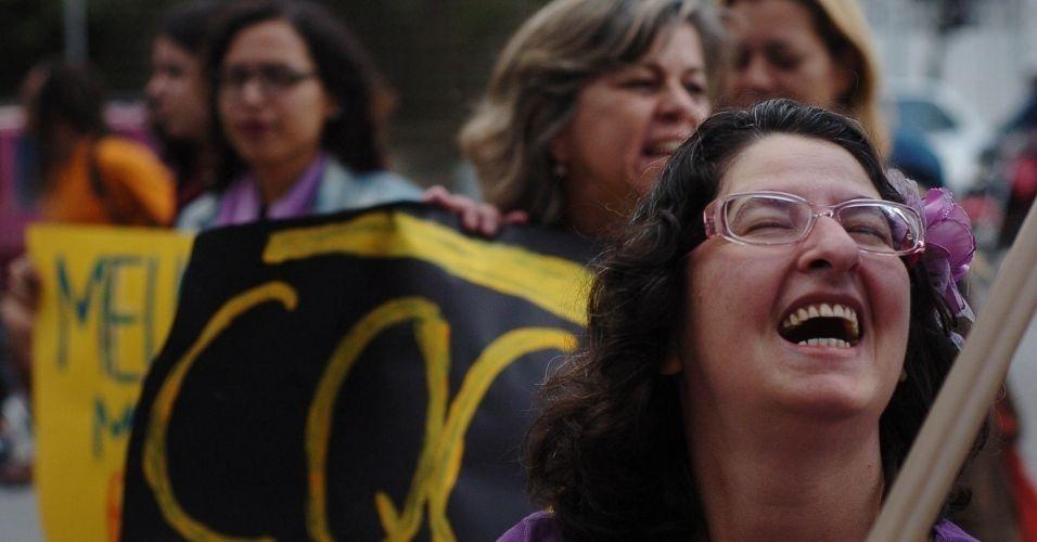 4.jun.2011 - Versão paulista da Marcha das Vadias, realizada na avenida Paulista (zona oeste de São Paulo), reúne mulheres de todas as idades. O protesto se inspira na 'SlutWalk', manifestação de alunas universitárias em Toronto (Canadá) no último mês de abril. Na ocasião, um policial sugeriu às alunas que não se vestissem como