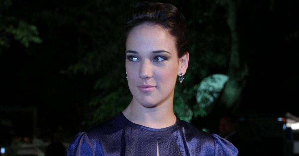 Adriana Birolli confere o quarto dia de desfiles do Fashion Rio (25/5/12). O evento de moda acontece no Jockey Club, zona sul do Rio