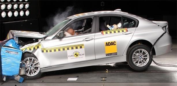 BMW Série 3 2012 passa pelo teste de impacto frontal: carro obteve melhores índices do grupo - Divulgação Euro NCAP