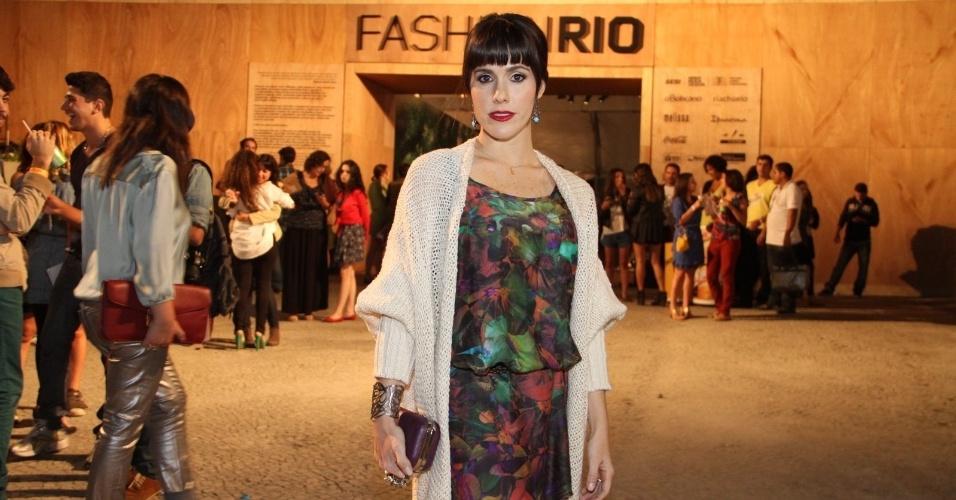 Fernanda Pontes confere o quarto dia de desfiles do Fashion Rio (25/5/12). O evento de moda acontece no Jockey Club, zona sul do Rio