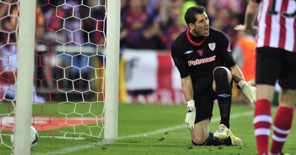 Gorka Iraizoz, goleiro do Athletic Bilbao, reclama com a defesa de sua equipe na final da Copa do Rei