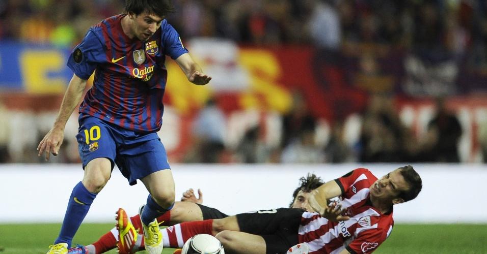 Lionel Messi deixa dois marcadores no chão em lance da final da Copa do Rei entre Barcelona e Athletic Bilbao