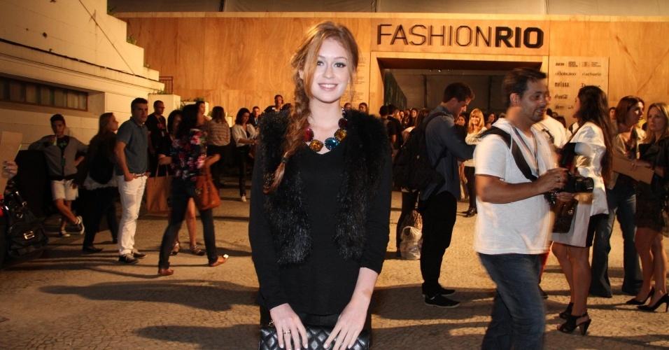 Marina Ruy Barbosa confere o quarto dia de desfiles do Fashion Rio (25/5/12). O evento de moda acontece no Jockey Club, zona sul do Rio