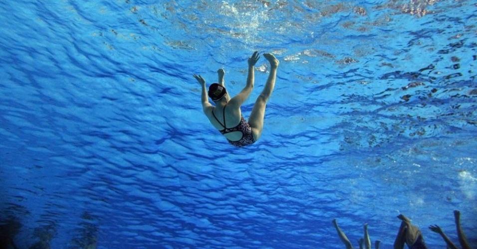 Membro do time mexicano de nado sincronizado durante treinamento nos Jogos Pan-Americanos de Guadalajara