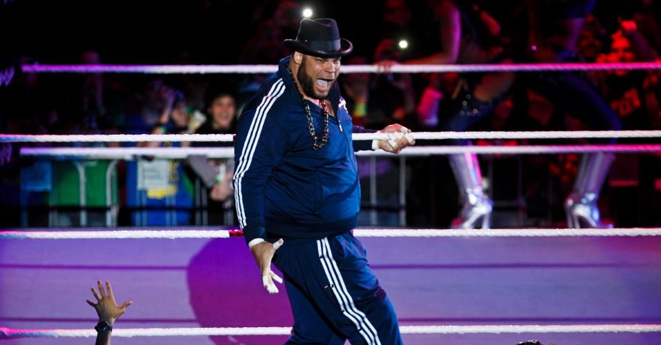 No primeiro combate no Ibirapuera, Brodus Clay venceu JTG e depois chamou três garotos para dançar em cima do ringue ao lado de suas dançarinas