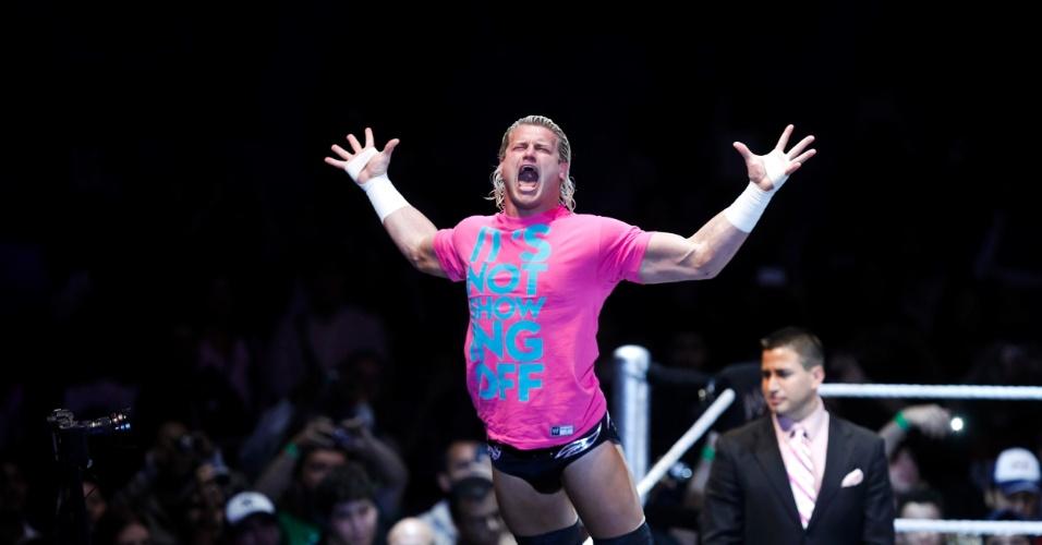 No segundo combate mais importante da noite, o ex-campeão John Cena bateu Dolph Ziegler (foto)