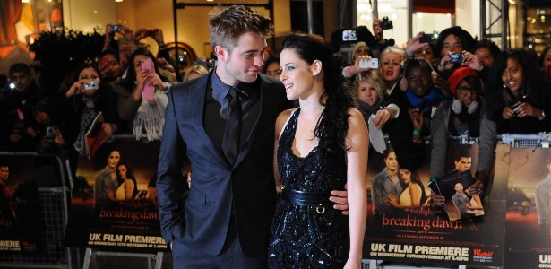 """Robert Pattinson e Kristen Stewart na estreia de """"A Saga Crepúsculo: Amanhecer - Parte 1"""" em Londres (16/11/11)"""