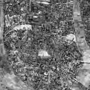 Sohei Nishino faz enormes colagens com milhares de pedaços de fotos, representando Nova York (foto), Paris e Tóquio (2009)  - Sohei Nishino