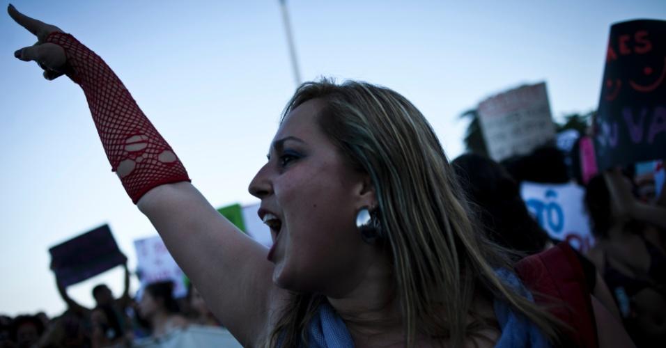 A primeira Marcha das Vadias aconteceu em Toronto, no Canadá, em abril do ano passado. A passeata foi organizada depois que um policial canadense atribuiu casos de estupros ao fato de