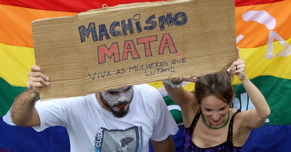 Homens e mulheres participaram da Marcha das Vadias em Brasília, neste sábado (26)
