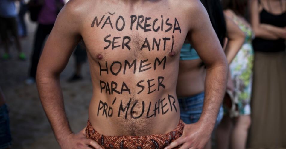 Homens também participaram da Marcha das Vadias no Rio de Janeiro. Neste sábado (26), pelo menos 14 cidades brasileiras organizaram a Marcha