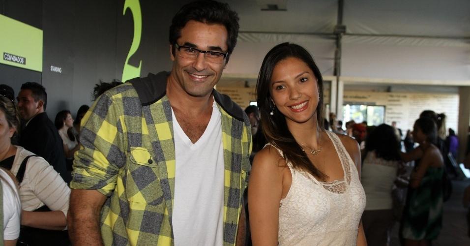 Luciano Zafir vai com a amiga Mayra Carvalho ao último dia de Fashion Rio. O evento de moda acontece no Jockey Club, zona sul da capital carioca (26/5/12)