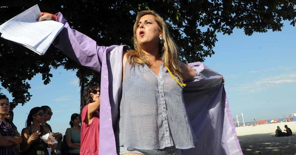 No Rio de Janeiro, a Marcha das Vadias passou pela Praia de Copacabana. O movimento, que começou no Canadá no ano passado, já inspirou manifestações em várias cidades pelos direitos das mulheres