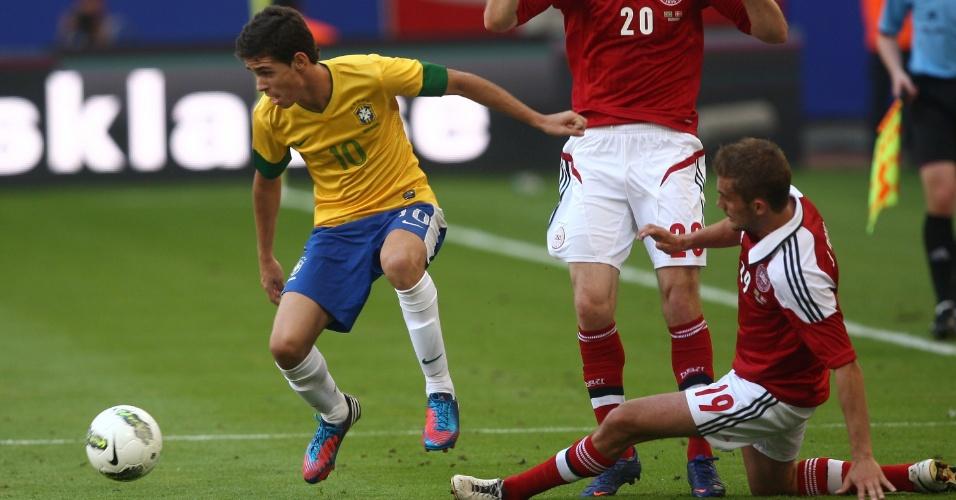 Oscar escapa da dupla marcação dinamarquesa