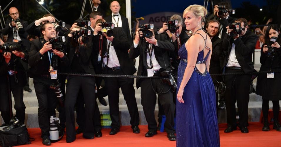 Reese Witherspoon posa para os fotógrafos no tapete vermelho do filme