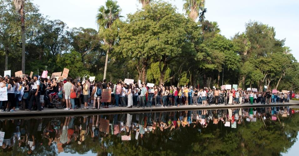 27.mai.2012 - Em Porto Alegre, a Marcha das Vadias saiu do Parque da Redenção. Neste fim-de-semana, várias outras cidades também organizaram o protesto, em defesa dos direitos das mulheres