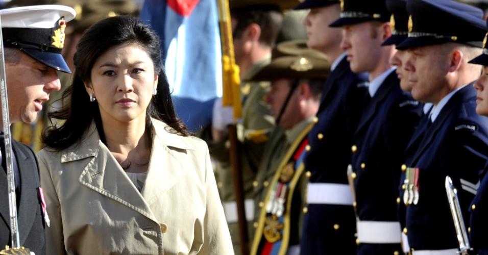 A primeira-ministra da Tailândia, Yingluck Shinawatra, é recebida com honras militares em Camberra, na Austrália