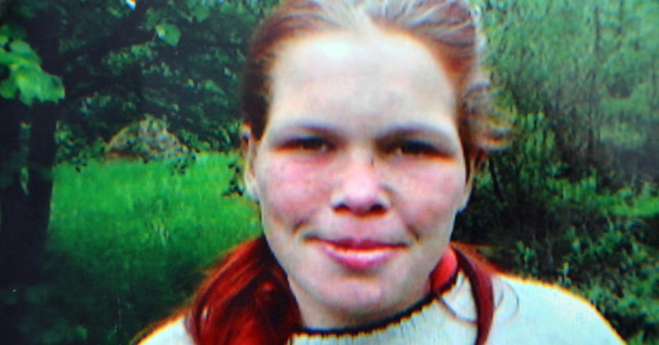 Divulgada hoje (27) a foto da adolescente alemã de 19 anos que passou oito anos num cativeiro em Kalesija, na Bósnia. Foi preso o casal que a mantinha refém, acusados ainda de explorar e torturar a jovem