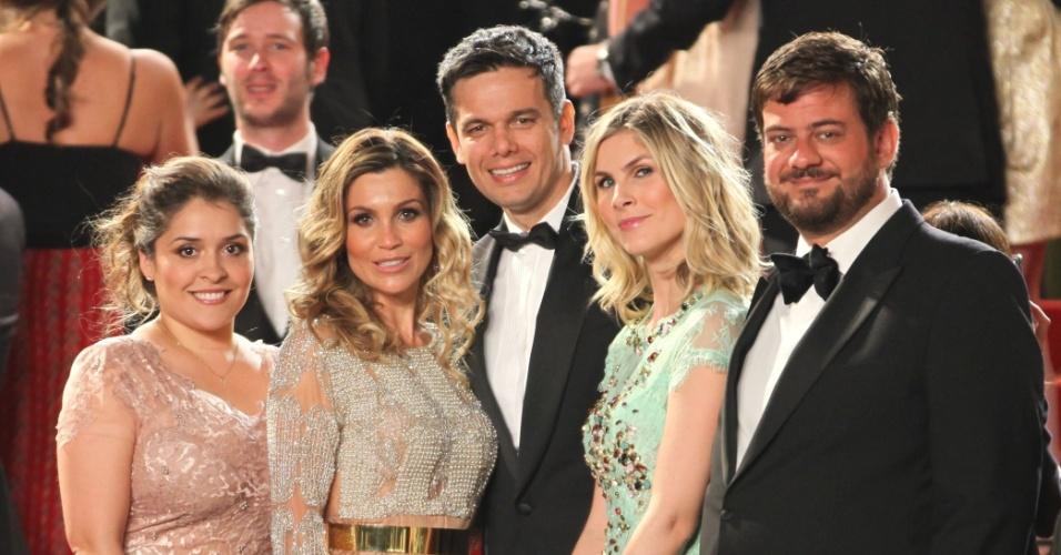 Flávia Alessandra, Otaviano Costa e Bruno Astuto passam pelo tapete vermelho da cerimônia de encerramento do Festival de Cannes, na França (27/5/12)