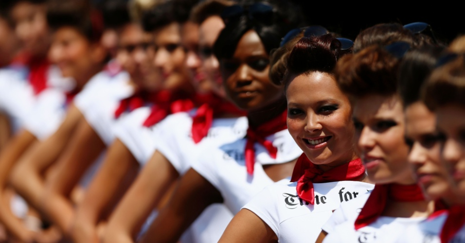 Grid girls se alinham antes do início do GP de Mônaco de Fórmula 1