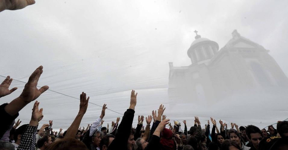 Milhares de fieis participaram de romaria ao santuário de Nossa Senhora de Caravaggio, em Farroupilha (RS)