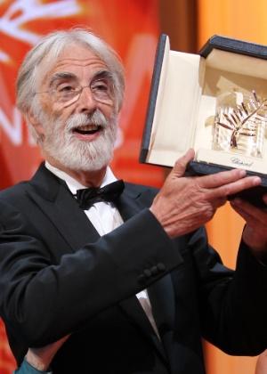 """O diretor austríaco Michael Haneke ganha a Palma de Ouro por seu filme """"Amour"""" no Festival de Cannes, na França (27/5/12) - Valery Hache/AFP Photo"""