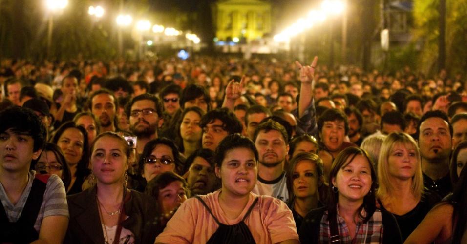 Show da banda Franz Ferdinand lotou o Parque da Independência no Festival Cultura Inglesa, em São Paulo. A Polícia Militar precisou usar gás de pimenta para dispersar um tumulto do lado de fora, entre quem não conseguiu entrar no show
