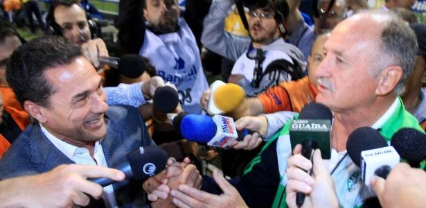 Luxemburgo e Felipão se cumprimentam antes do jogo entre Grêmio e Palmeiras