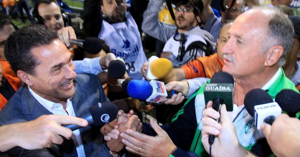 Vanderlei Luxemburgo e Luis Felipe Scolari se cumprimentam antes do jogo entre Grêmio e Palmeiras