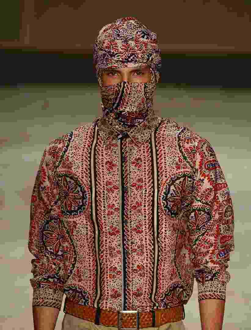 A estampa étnica inspirada nos Tuaregues, tribo nômade do norte da África, foi a referência da marca Herchcovitch, na coleção de Verão 2013 desfilada no Fashion Rio - Alexandre Schneider/UOL