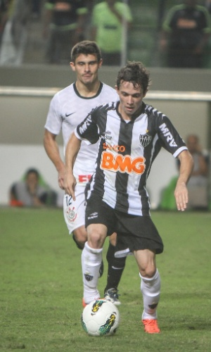 Bernard em ação durante o jogo do Atlético-MG contra o Corinthians (27/5/2012)