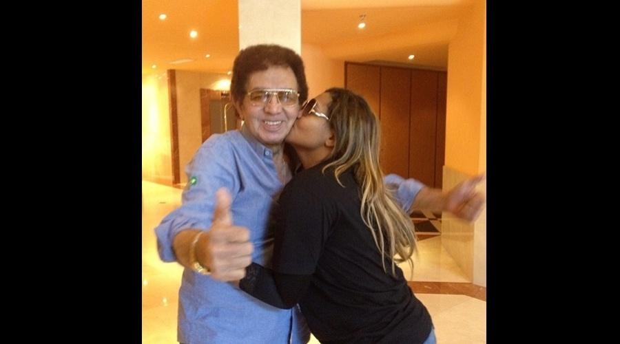 Gaby Amarantos divulgou imagem do encontro com o cantor Reginaldo Rossi (28/5/12)