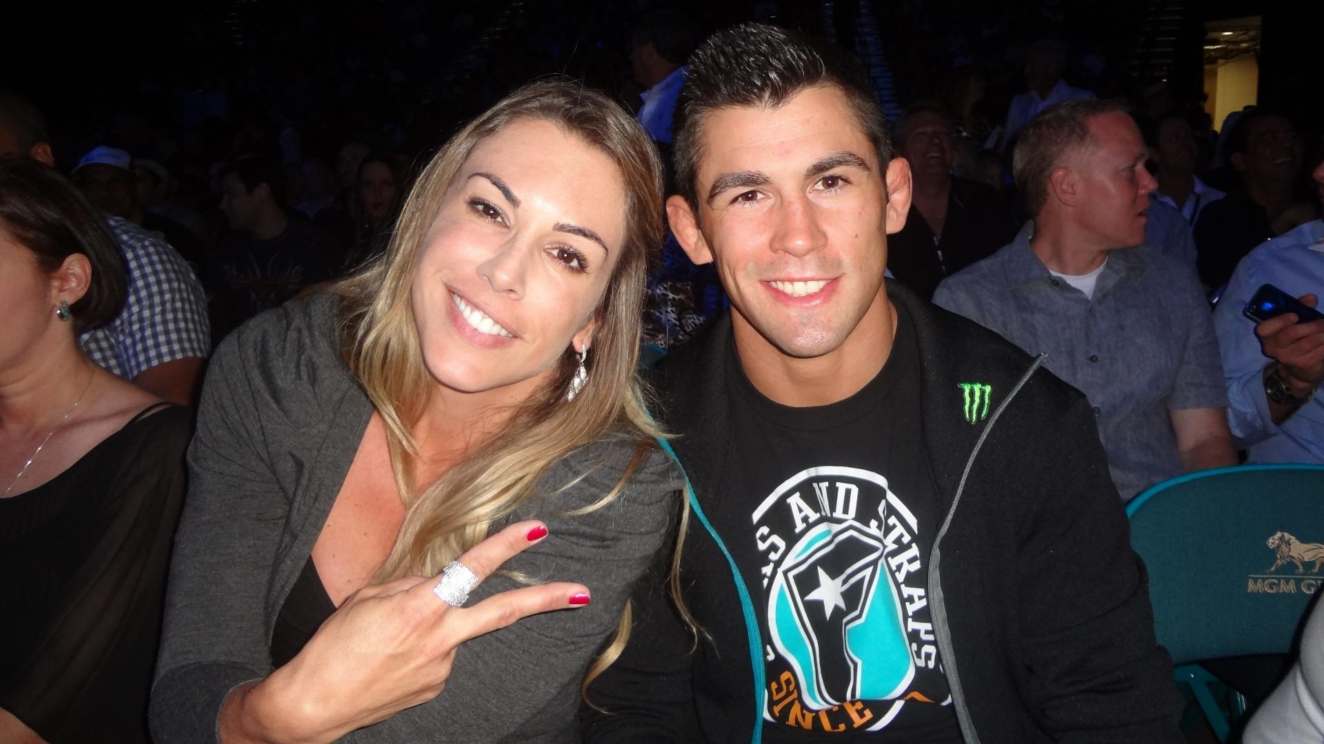 Joana Prado acompanhou o UFC 146, em Las Vegas, ao lado do campeão dos galos Dominick Cruz