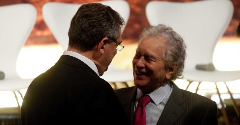 Mário Gobbi, presidente do Corinthians, conversa com Juvenal Juvêncio, presidente do São Paulo