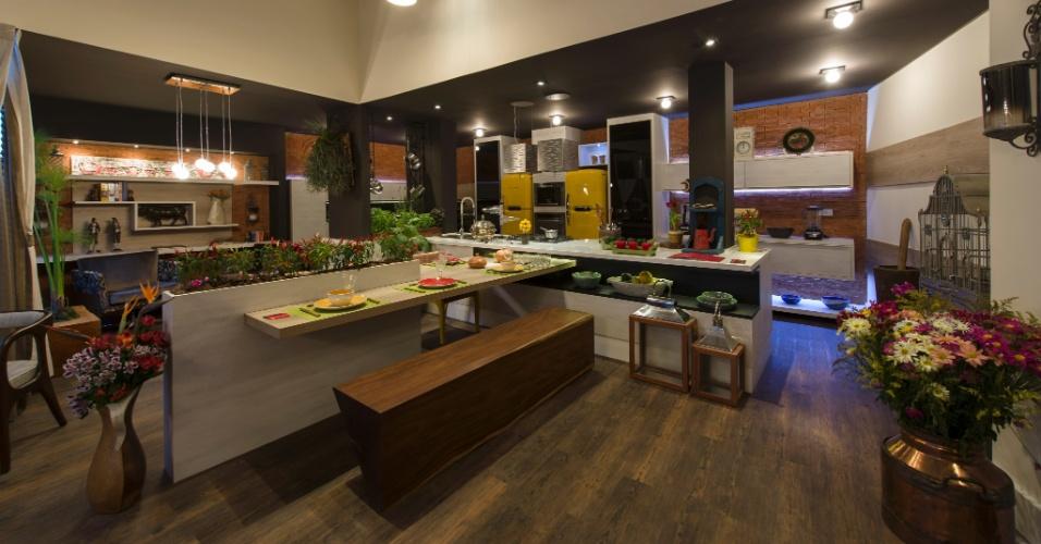 A Cozinha da Casa de Campo, para a 26ª Casa Cor SP, criada por Claudio Porsé, tem