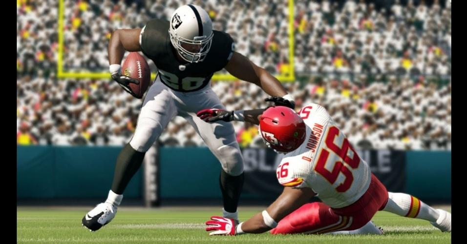 """Futebol americano de """"Madden NFL 13"""" terá novos sistemas de colisão e defesa"""