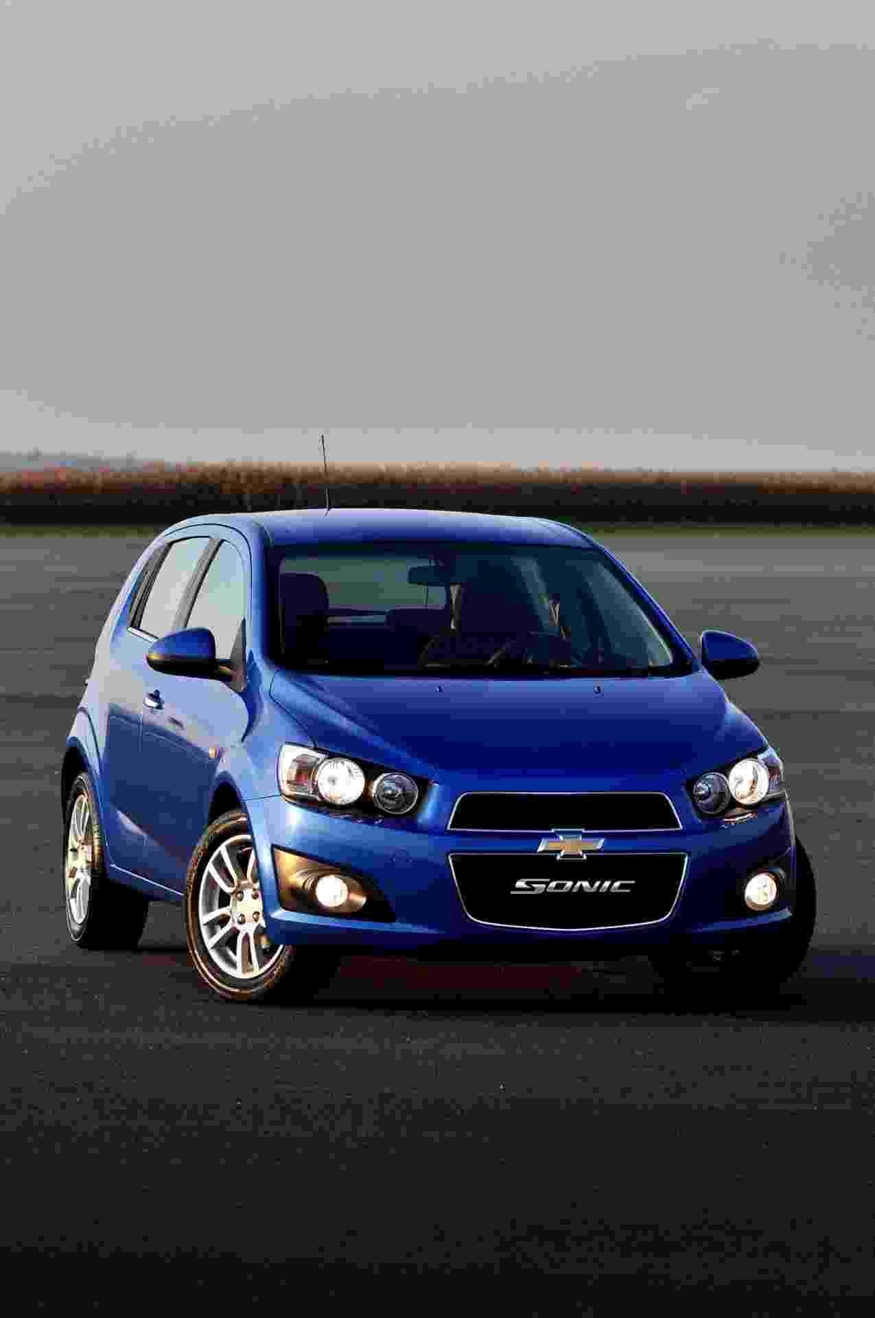General Motors traz para o Brasil, importado da Coreia do Sul, o Sonic, nas carrocerias hatch e sedã - Divulgação