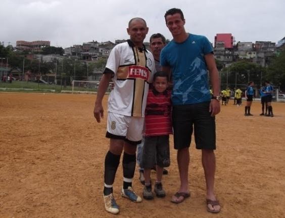 Keké e Leandro Damião, com o filho do primeiro e seu Natalino, no centro